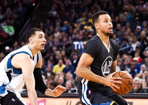 Curry's 34 help Warriors find flow, beat T'Wolves