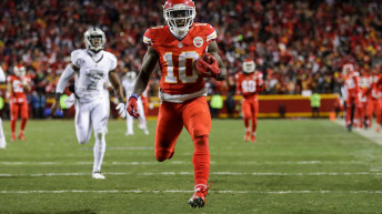 Chiefs 21, Raiders 13: Kansas City Chiefs Jump to Top of A.F.C. West After Win Over Raiders