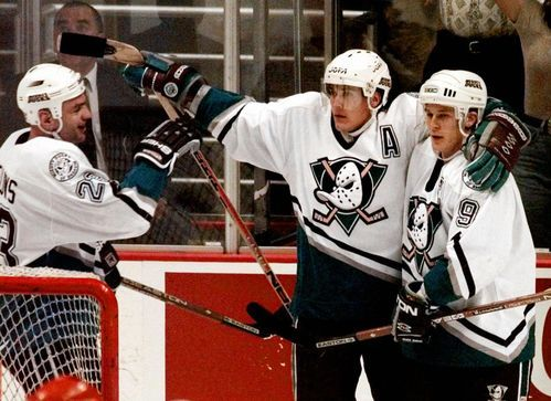 Paul Kariya, Teemu Selanne headline 2017 Hockey Hall of Fame class