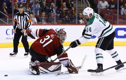 Seguin scores twice in 3rd, Stars beat winless Coyotes 5-4