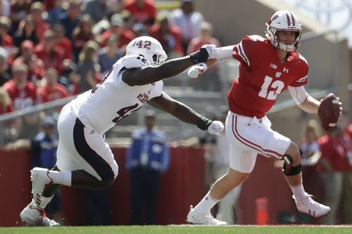 Hornibrook keeps poise in QB spotlight for No. 5 Wisconsin